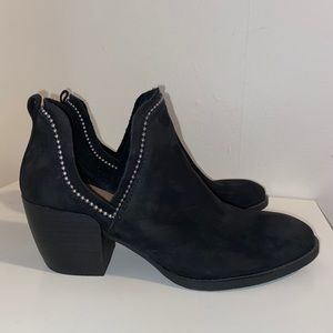 Crown Vintage Black booties- size 8 1/2 Black